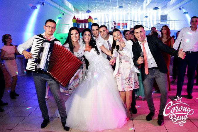 Corona Band - muzika za punoletstvo