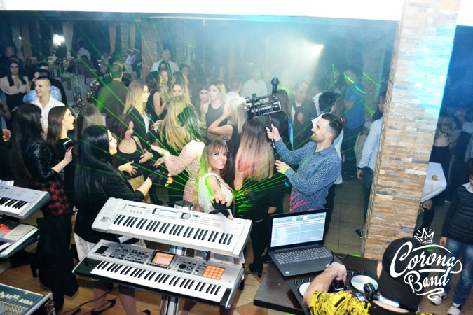 Corona Band - bend za punoletstvo