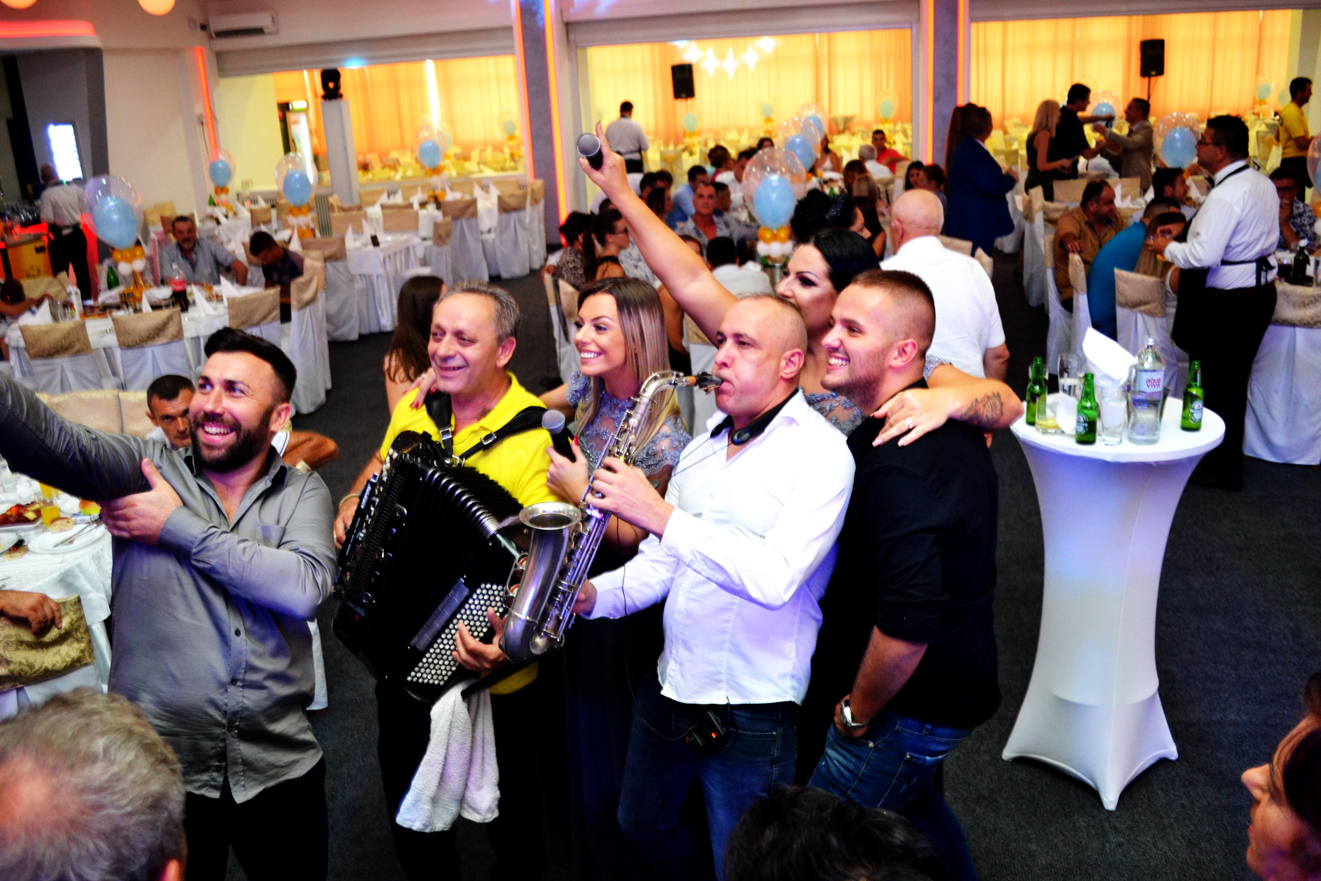 Corona Band - bend za vencanja